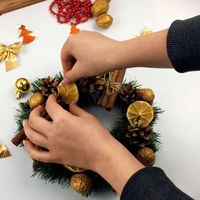 Рождестволық конустар гүл шоқтары