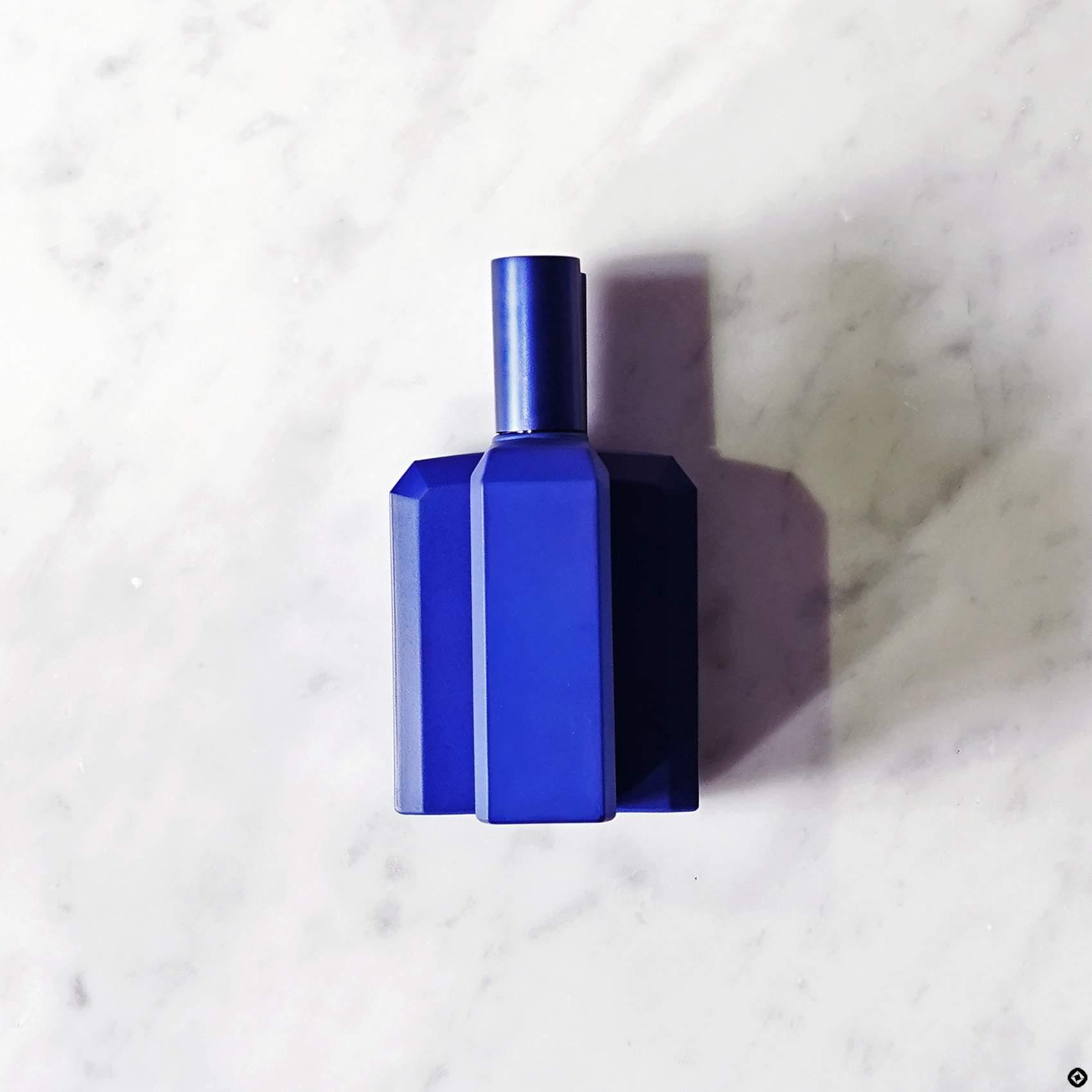 histoires-de-parfums-ceci-nest-pas-un-flacon-bleu-2