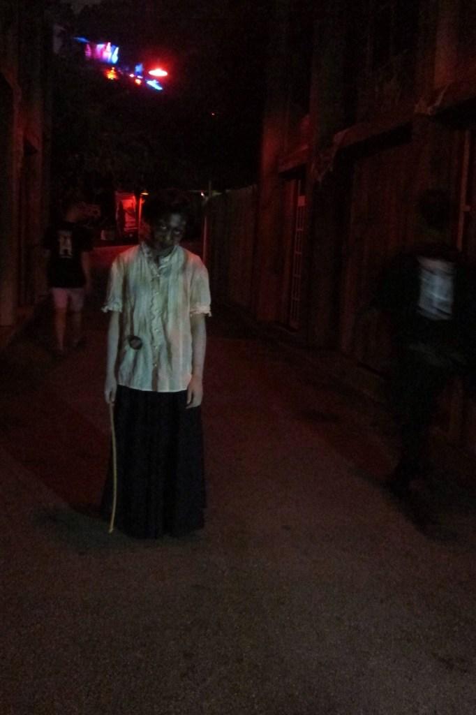 Sentosa Spooktacular laddaland dark alley