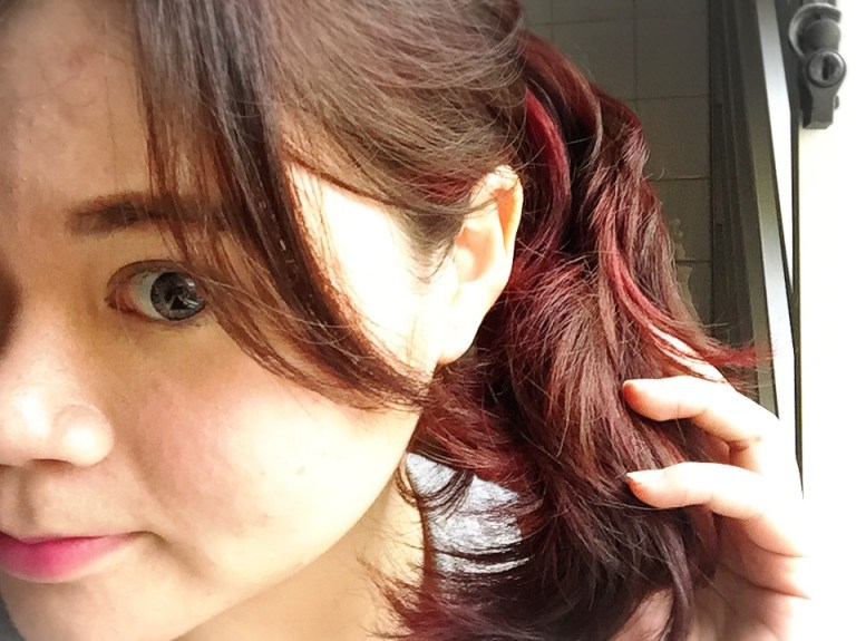 red highlights pony tail