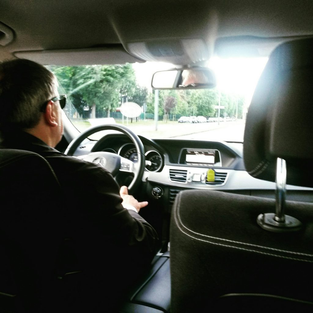 wpid-uber_black_chauffeur_milan.jpg