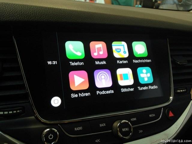 Apple CarPlay inside the Opel Astra K