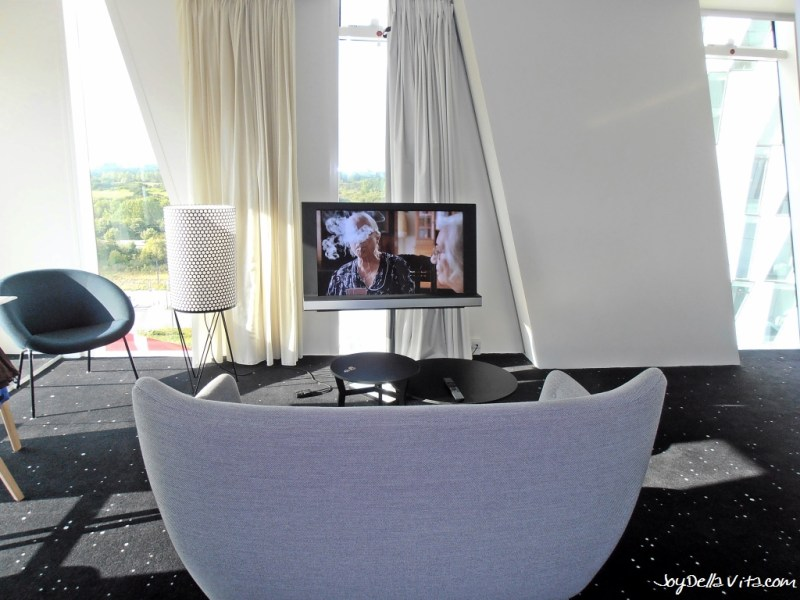 Sofa and Flatscreen-TV at Bella Sky Hotel