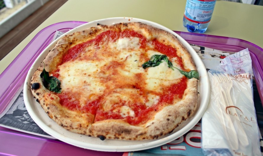 Pizza Margherita by Rossopomodoro at EXPO 2015 in Milan