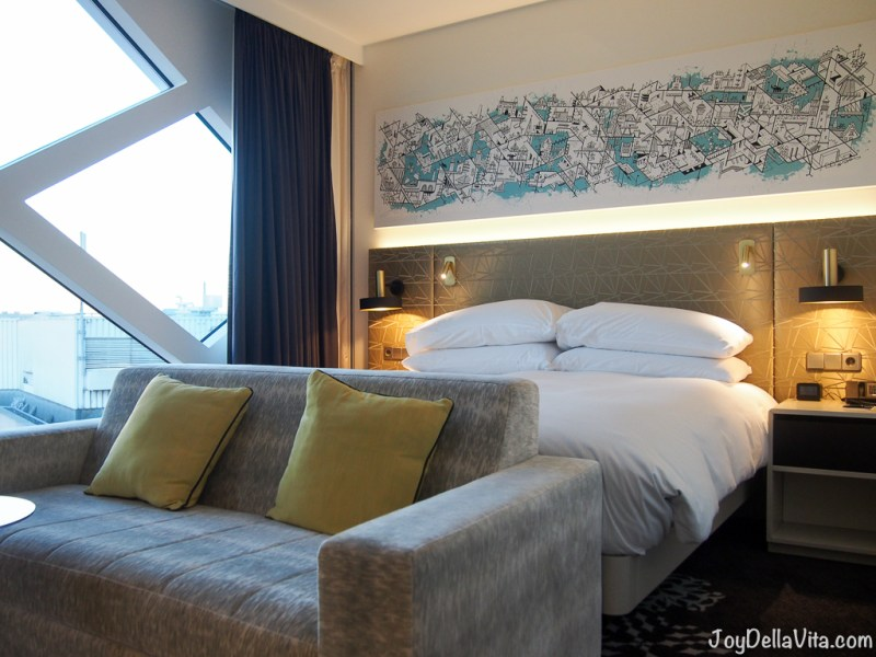 KING DELUXE CORNER ROOM WITH AIRPORT VIEW Amsterdam Schipol Hilton