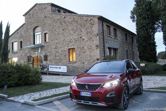 Peugeot 3008 GT-Line in front Hotel La Tabaccaia, Castelfalfi