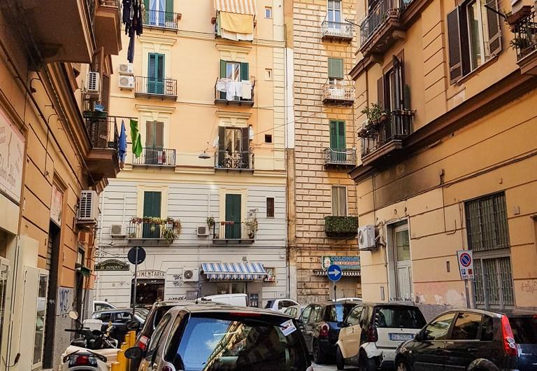 Naples Smartphone Sightseeing Walk – Centrale/ Mercato/ Corso Umberto I/ Garibaldi