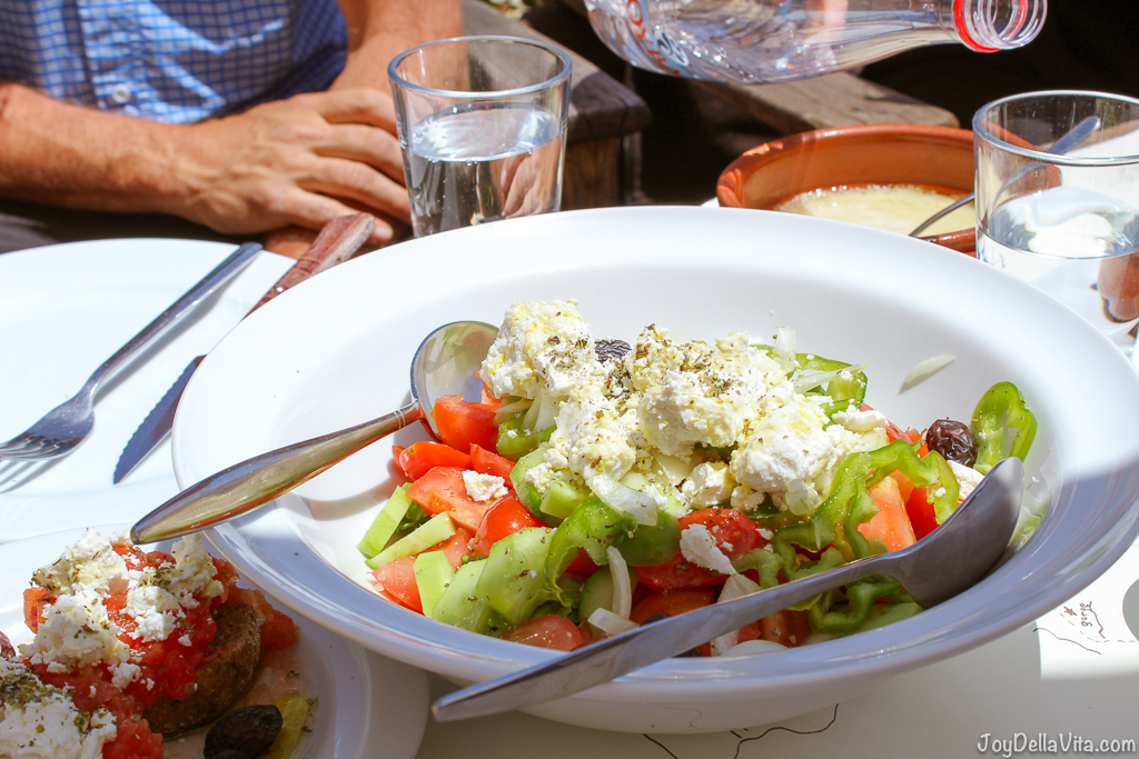 Greek Salad at Restaurant Thalori Traditional Village Kapetaniana Crete - Travelblog JoyDellaVita.com