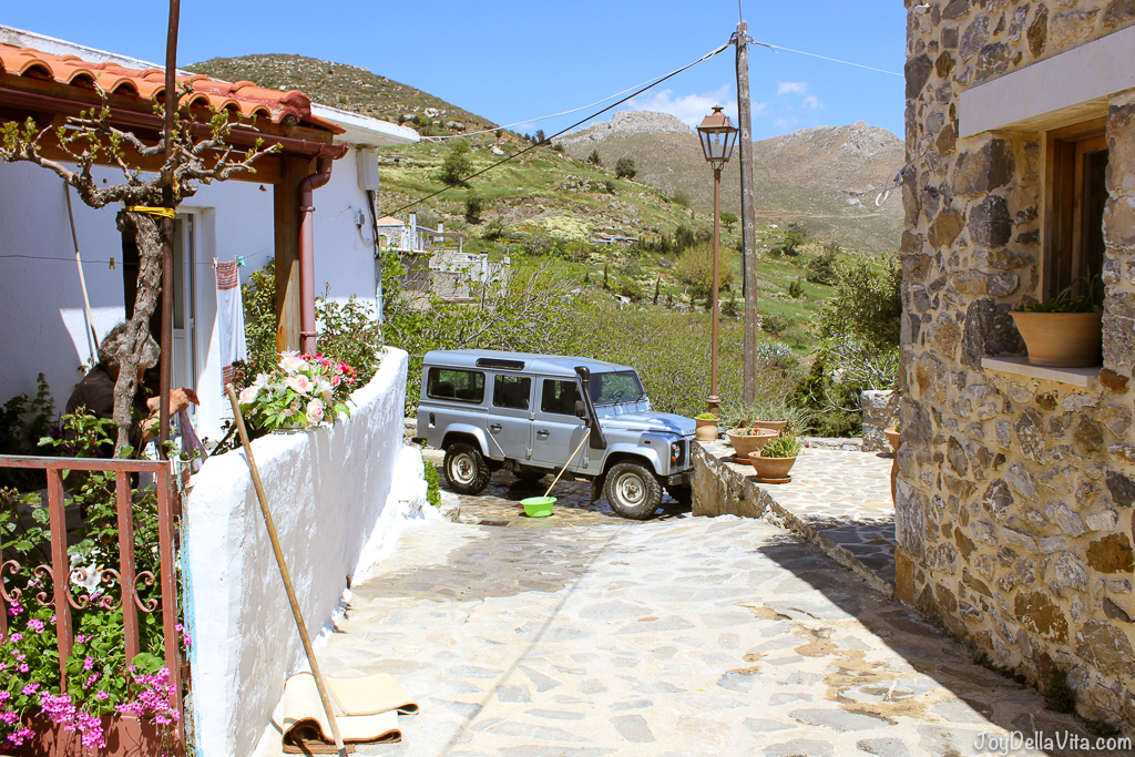 Land Rover Defender Car Wash Thalori Traditional Village Kapetaniana Crete - Travelblog JoyDellaVita.com