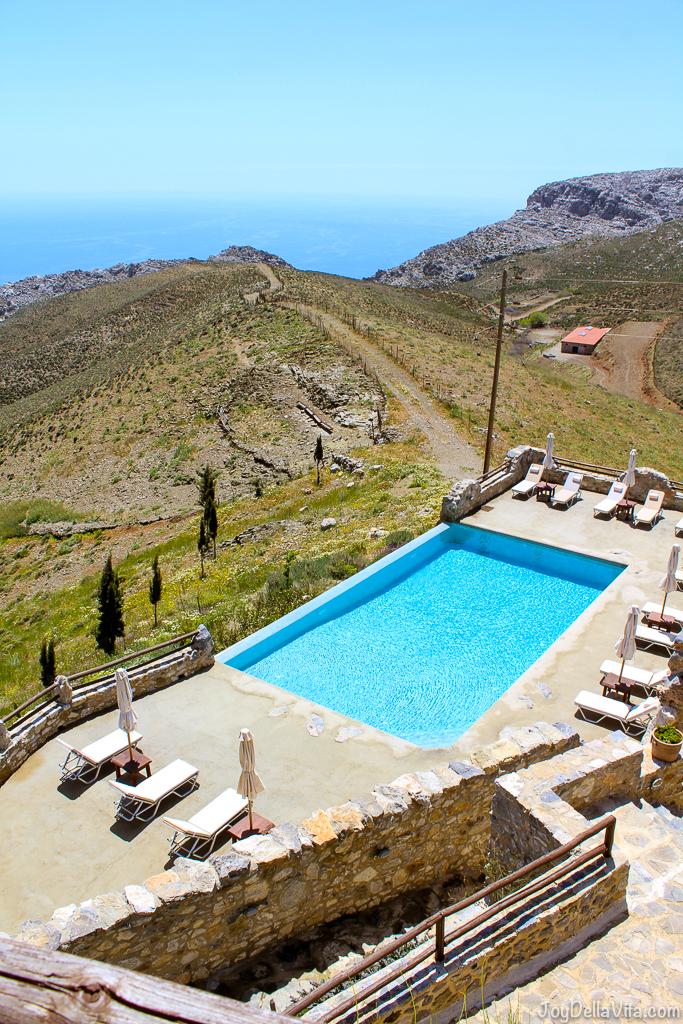 Hotel Pool with a view - Restaurant Thalori Traditional Village Kapetaniana Crete - Travelblog JoyDellaVita.com