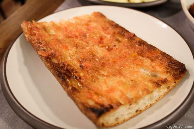 coca bread with tomato Mussol Arago Tapas Barcelona Casa Battlo -  JoyDellaVita.com