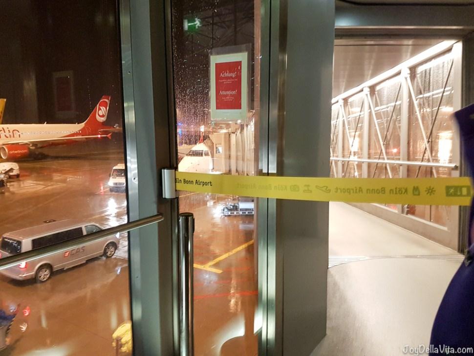 Peoples Viennaline Flight Review Embraer 170 - Travelblog JoyDellaVita.com