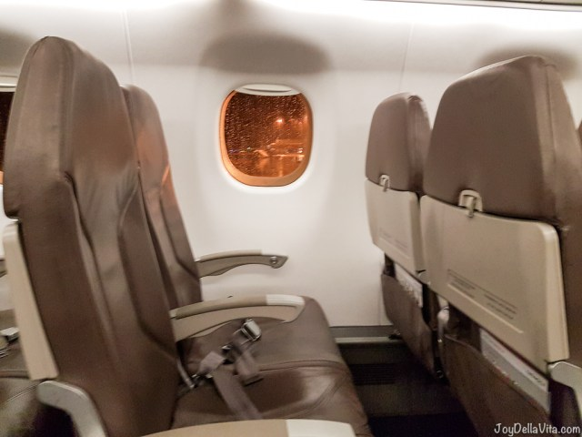 Inside the Embraer 170 Plane by People's Viennaline (2-2 seating) -- People's Viennaline Flight Review Embraer 170 - Travelblog JoyDellaVita.com