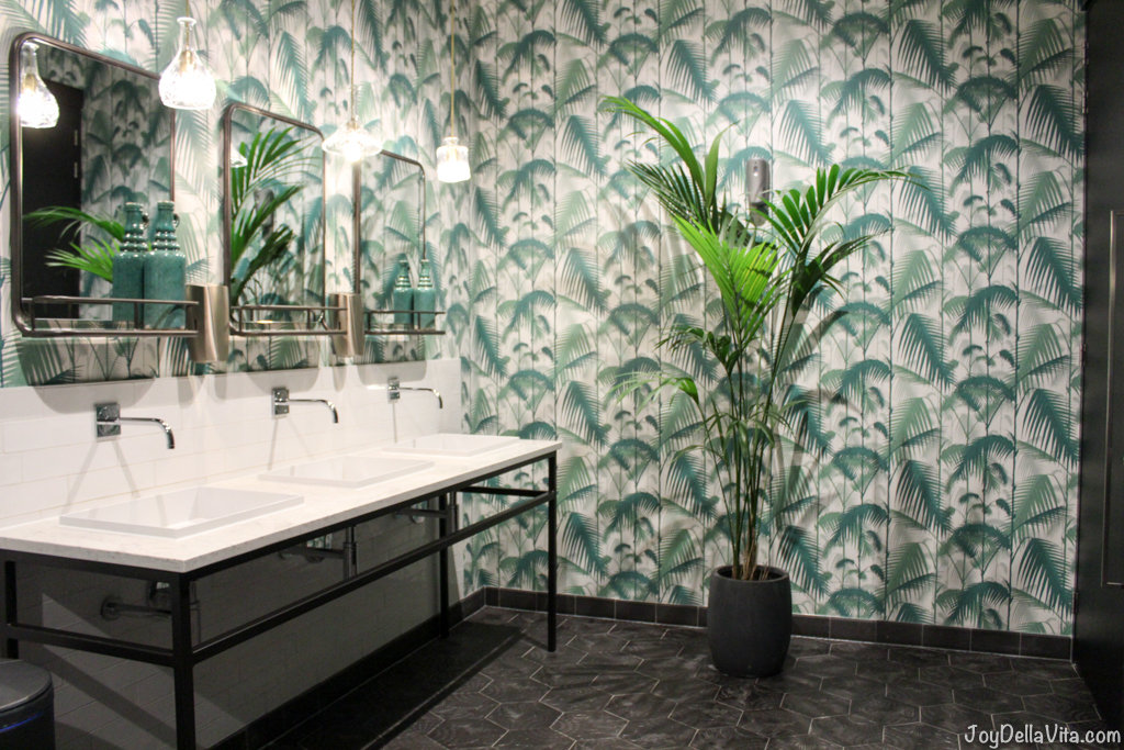 public palm tree bathroom at Van der Valk Sassenheim-Leiden Travelblog JoyDellaVita