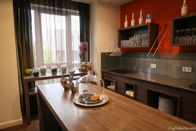 FIRST CLASS LOUNGE LINDNER HOTEL CITY PLAZA COLOGNE Travelblog