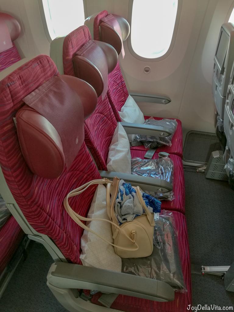 Qatar Airways Boeing 787 Dreamliner Economy Class 3 seats by the window