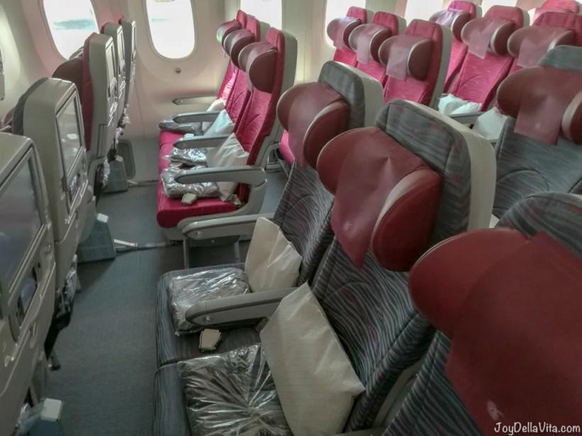 Qatar Airways Boeing 787 Dreamliner Economy Class Munich Doha Travelblog JoyDellaVita