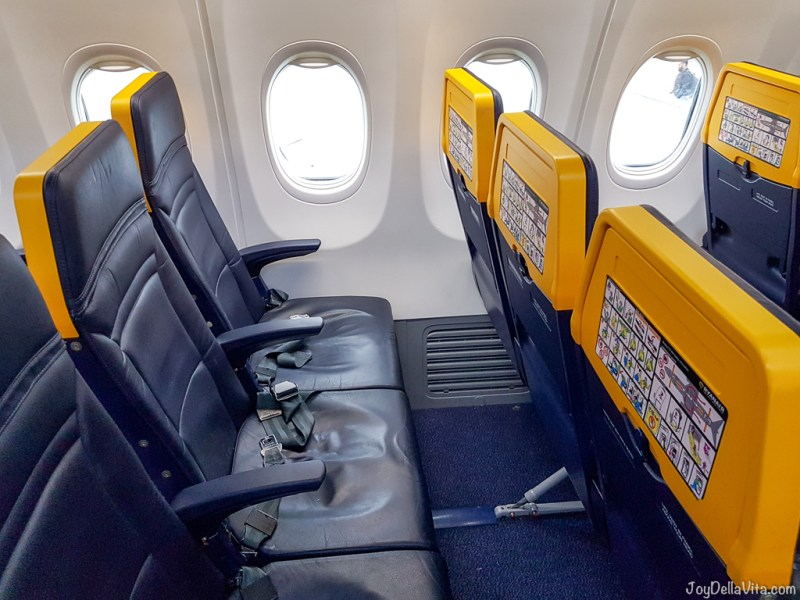 Standard legroom in the Ryanair Boeing 737-800