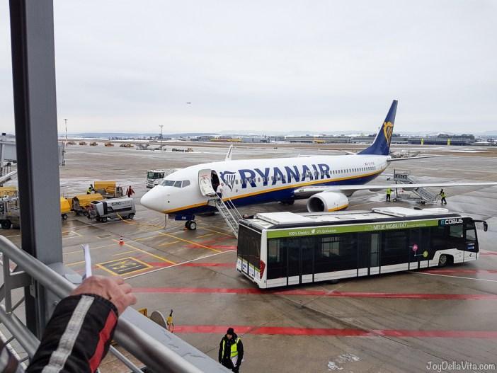 Ryanair Priority Boarding at Stuttgart Airport (Plane: Ryanair Boeing 737-800)