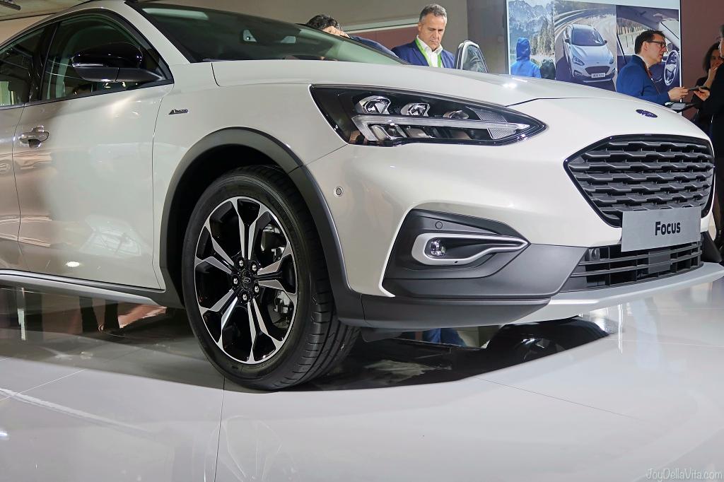 2018 2019 Ford Focus Active white car details exterior interior world premiere presentation london april 2018