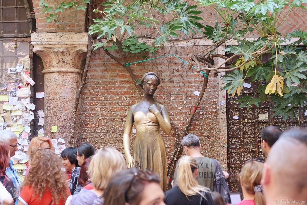 rub the breast of Juliet at Casa di Giulietta, for luck