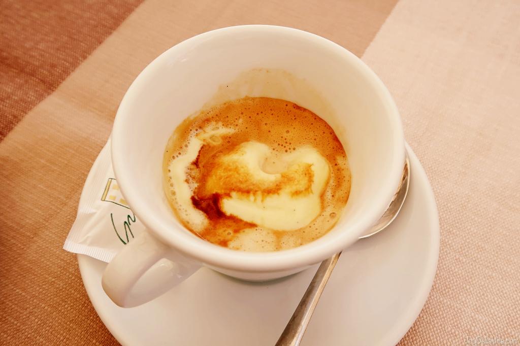 Caffé con pallina di gelato ricetta Coffee Affogato Ice Cream recipe
