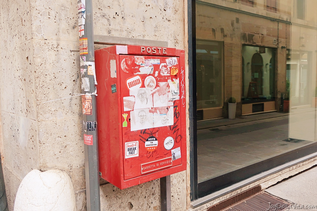 Costs to send a Postcard from Italy abroad