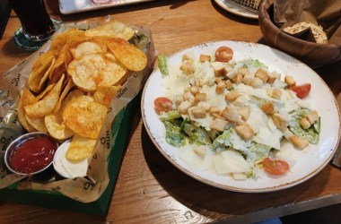 Crispy chips and caesar salad QMUH Ravensburg