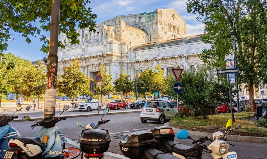 Supermarkets and shopping near Milan Centrale train station