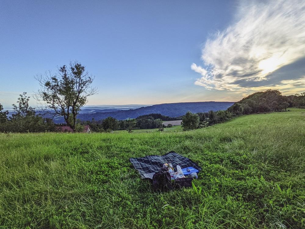 al fresco summer outdoor picnic essentials travel blog joy della vita