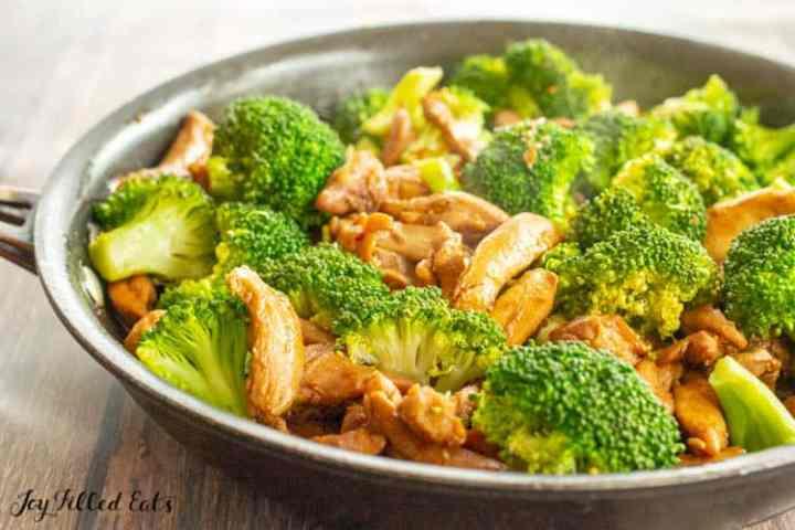 frying pan of keto chicken teriyaki and broccoli