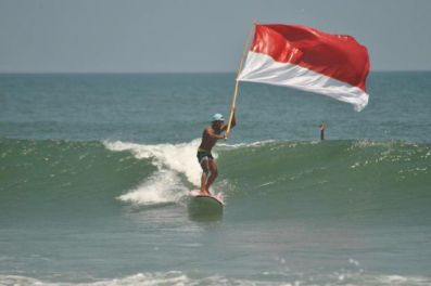 surfing_with_flag