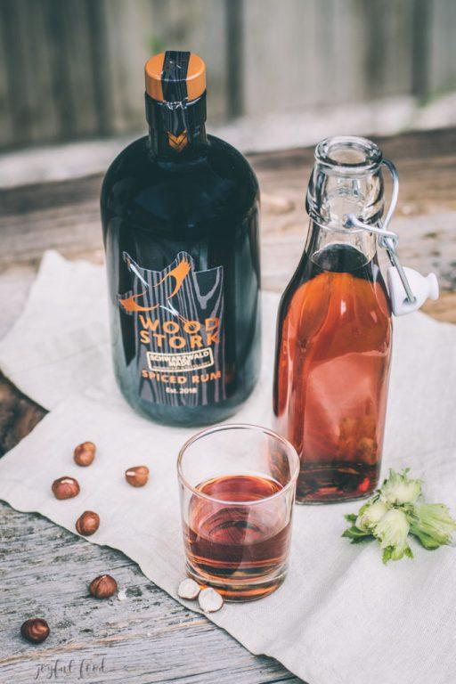 Feines Haselnusslikör Rezept mit Wood Stork Spiced Rum