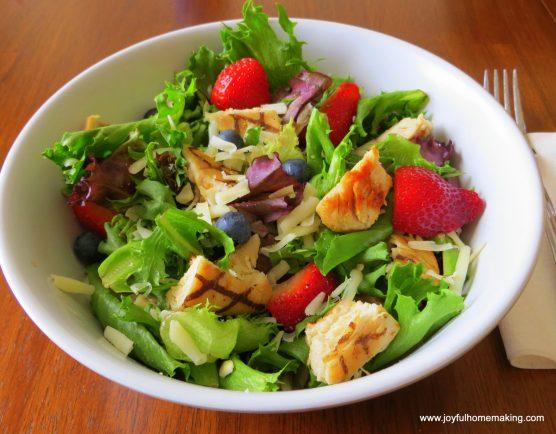 022 0012 1024x800 Wendys Copycat Berry Almond Chicken Salad