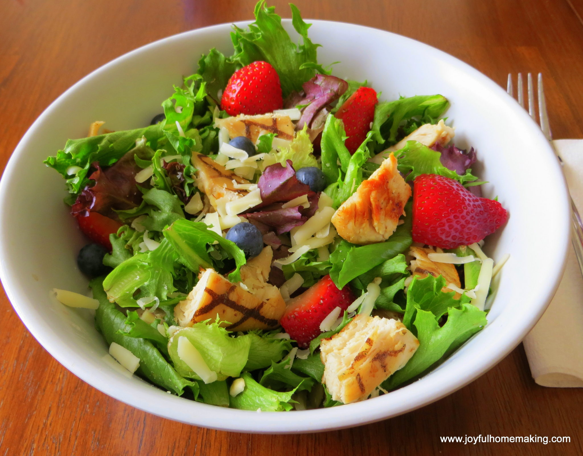 https://joyfulhomemaking.com/2013/07/wendys-copycat-berry-almond-chicken-salad.html