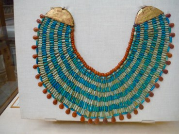 Large collar composed of 8 lines. Made of carnelian, steatite. Found in Saqqara