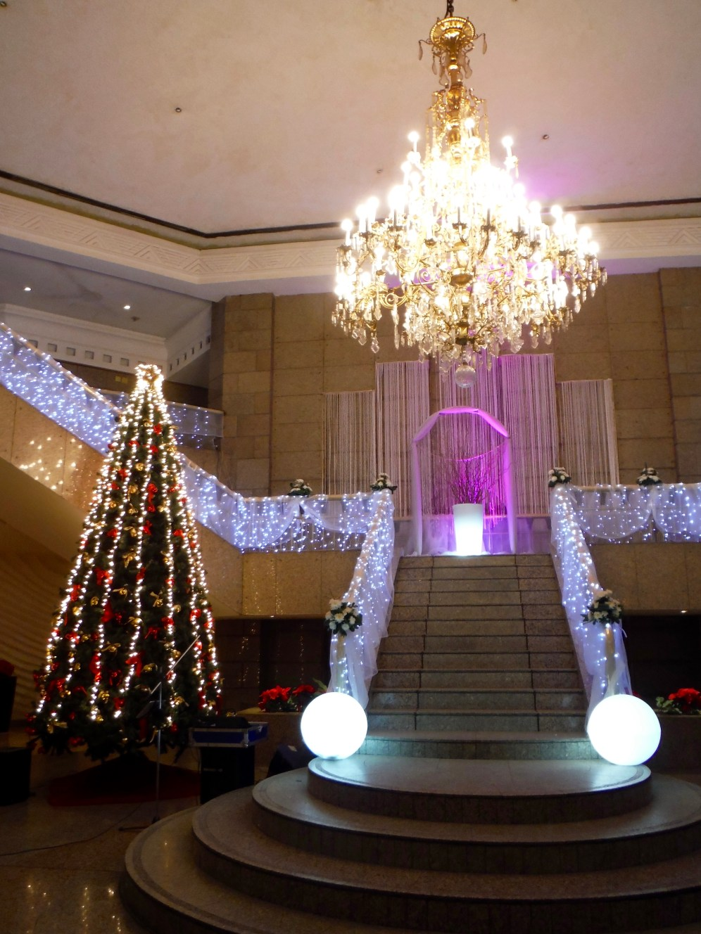 The lobby - decorated for a wedding!!!