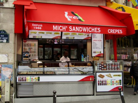Walking around during our last day, we made our way from our 6th arrondissement to the 5th - into a very popular neighbourhood of the Latin Quarter called Saint Michel. It was time for me to have a hot dog!!!!
