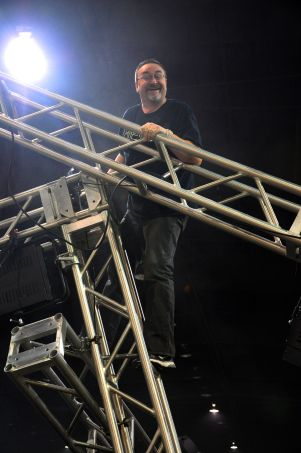 Keith scales truss to attach fixtures