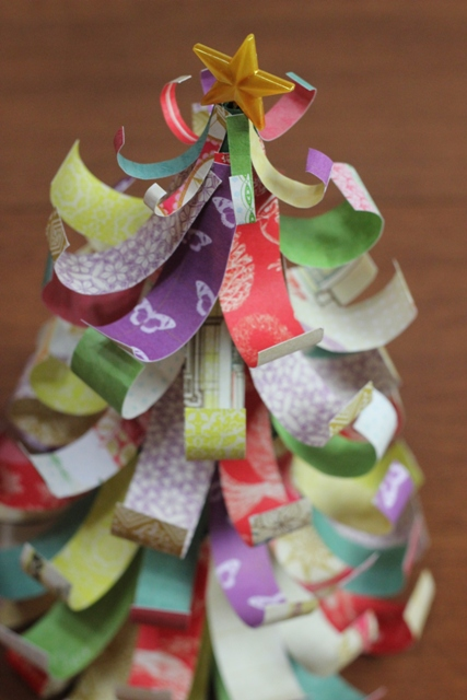 How to Make a Christmas Tree from Paper Scraps