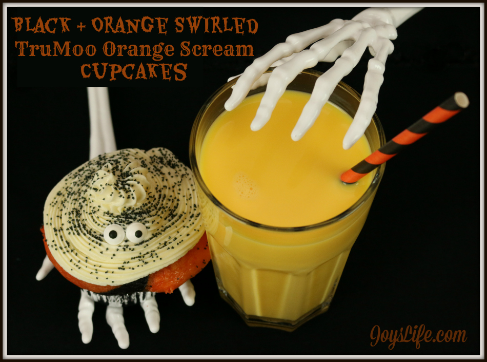 Perfect Halloween Food! Black & Orange Swirled TruMoo Orange Scream Cupcakes #HalloweenFood #TruMooTreats #ad