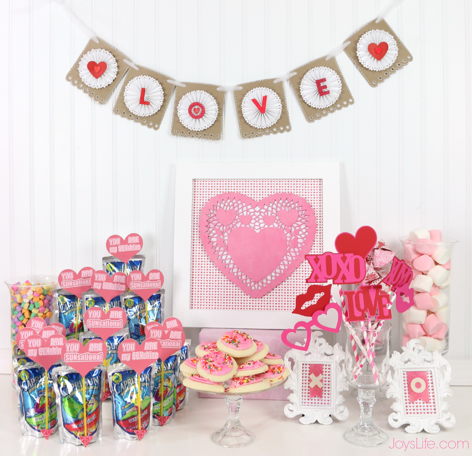 Valentine's Day Party Ideas & Paper Fortune Cookie Tutorial #CapriSunParties #Ad