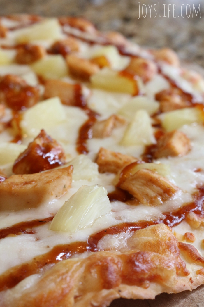 Gluten Free Hawaiian BBQ Chicken Pizza Recipe  #GFreePizzaNight #ad