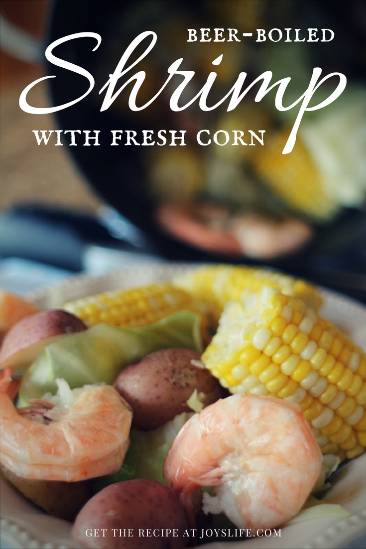Beer boiled shrimp with fresh corn