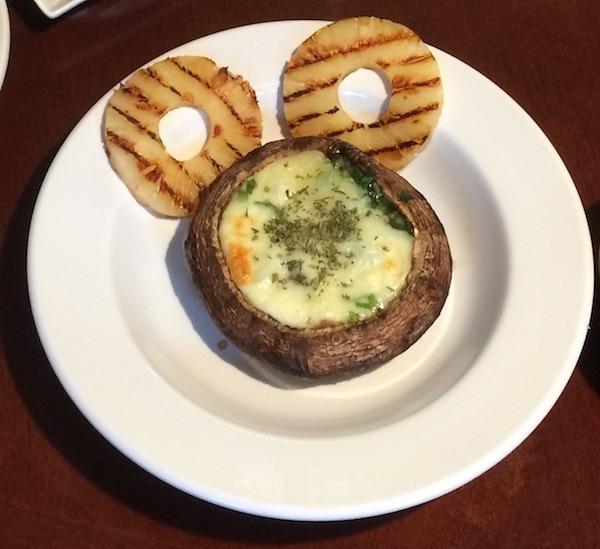 포토벨로 머쉬룸과 파인애플, 치즈