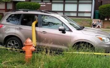 소화전 앞 파손 차량