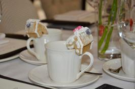 Delectable gingerbread houses on teacups (Copy)