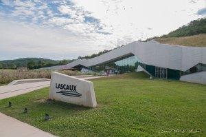 Lacscaux IV située à moins de 500 mètres de la vraie grotte de Lascaux
