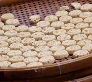 マカオおすすめのお土産:杏仁餅(アーモンドクッキー)