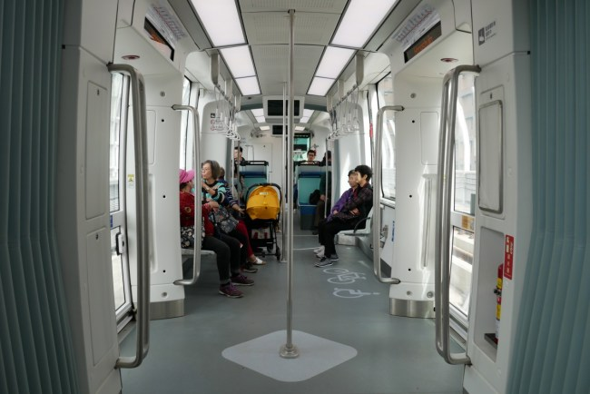 asia taiwan new taipei tamsui tamkai light rail green mountain line32